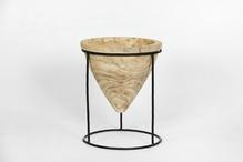 Pot sur pied en métal noir cône en bois 36 cm