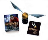 Rowling, J K: Harry Potter Golden Snitch Sticker Kit Including the Golden Snitch, stand and Stickerbook with eight stickers/Goldener Schnatz mit Halte